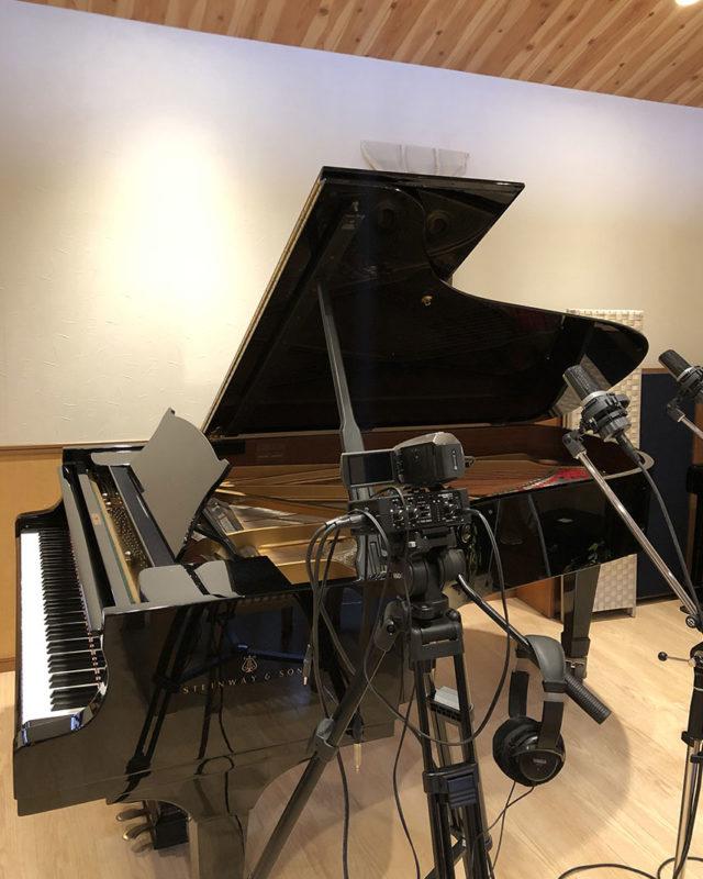 ピアノ・カメラ・マイク